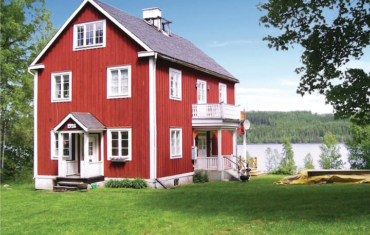 Awesome home in Grythyttan with Sauna, WiFi and 4 Bedrooms