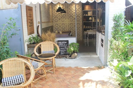 The Goose Cafe' and Hostel  - เทศบาลนครอุบลราชธานี
