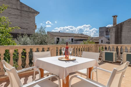 Air-Conditioned Villa in Central Location with Wi-Fi and Terrace and Patio; Garage Available