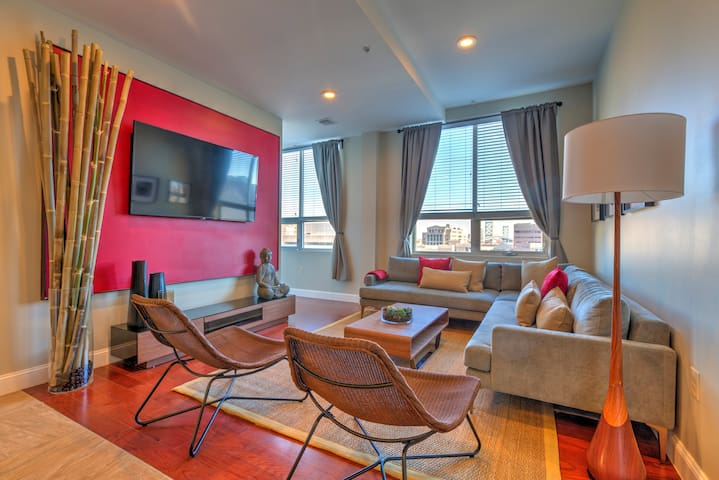 Chic Private Room | Conv. Ctr | Parking |Chinatown
