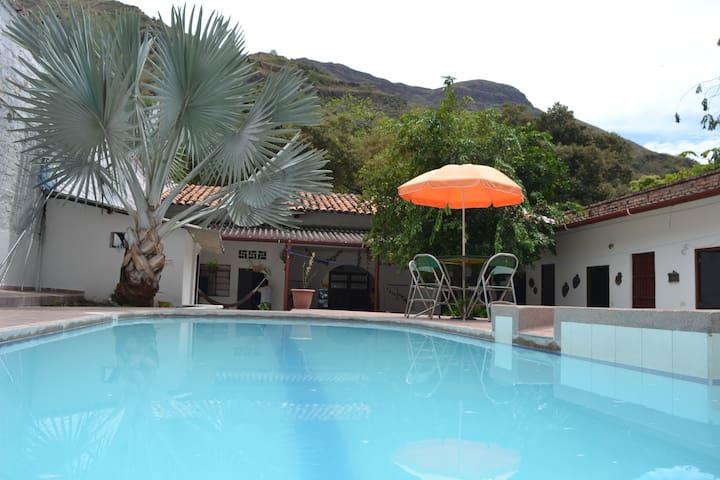 Casa Campestre de descanso con Piscina y Jacuzzi - Gualanday - Departamento