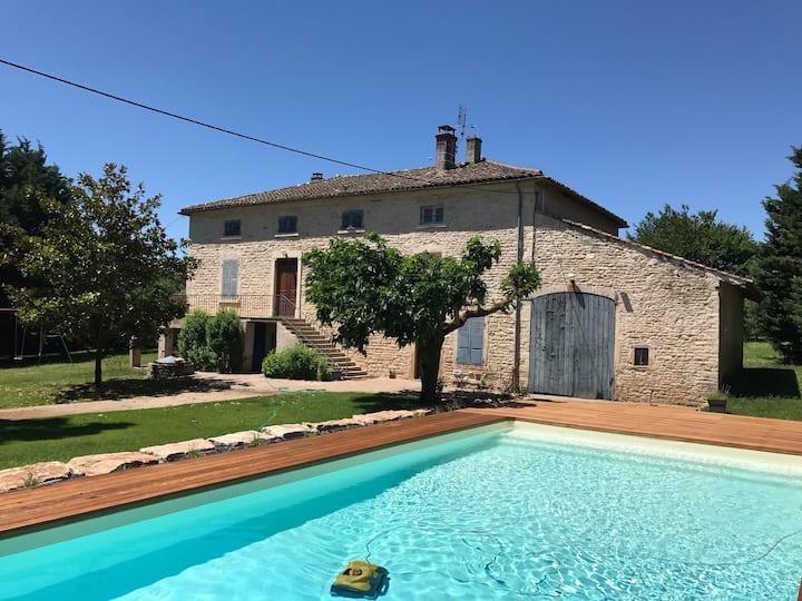 Burgundy mansion, swim pool, 4 BR (sleeps 8/10)