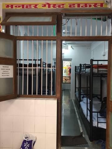MANHAR GUEST HOUSE AC DORMITORY SERVICES