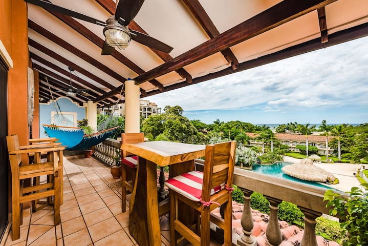 Beautiful 2-bedroom, steps from the beach and surf