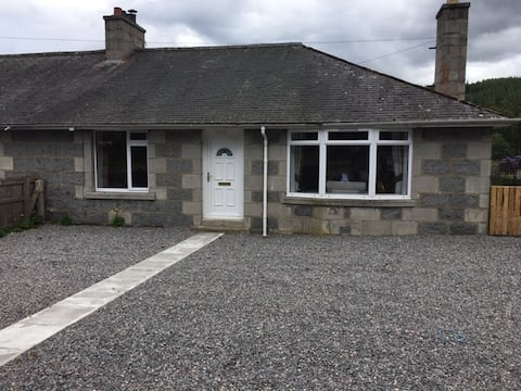 cottage set in crathie with beautiful veiws