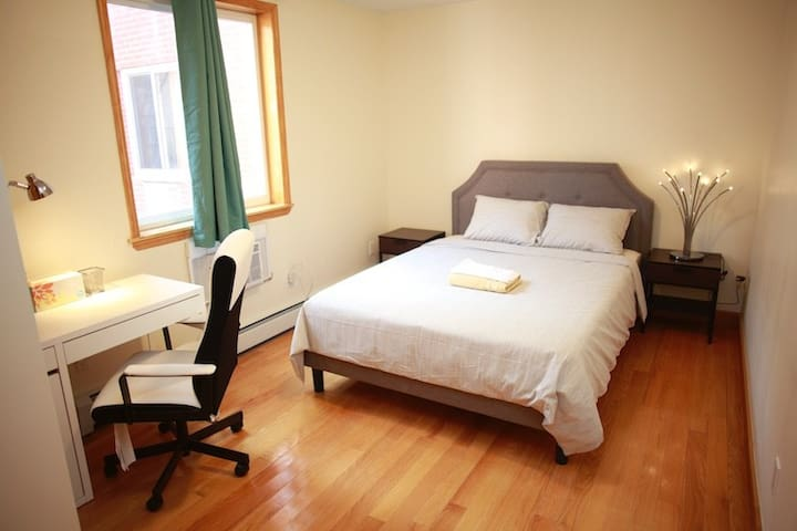 Premier room H with private bath,20 min to Midtown