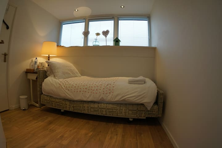Private single bed room (10 min from Eindhoven)