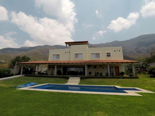 Residencia con Vista al Lago de Chapala