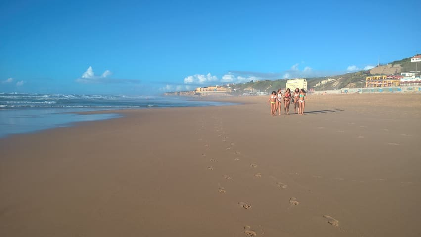 Praia Grande is 7 minutes walk away