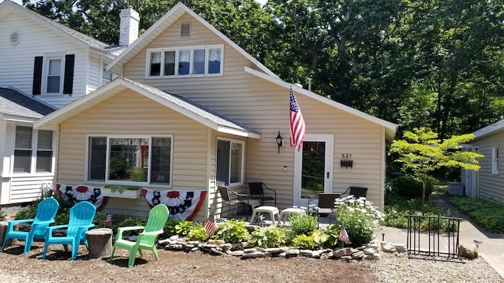 Value-Cedar Ave Cottage in Historic Lakeside OH