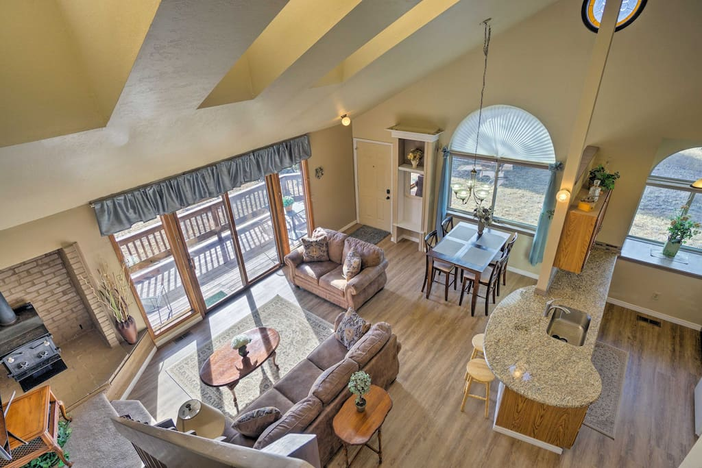 With 1 bedroom, 1 bathroom and a large loft, this property comfortably sleeps 6.