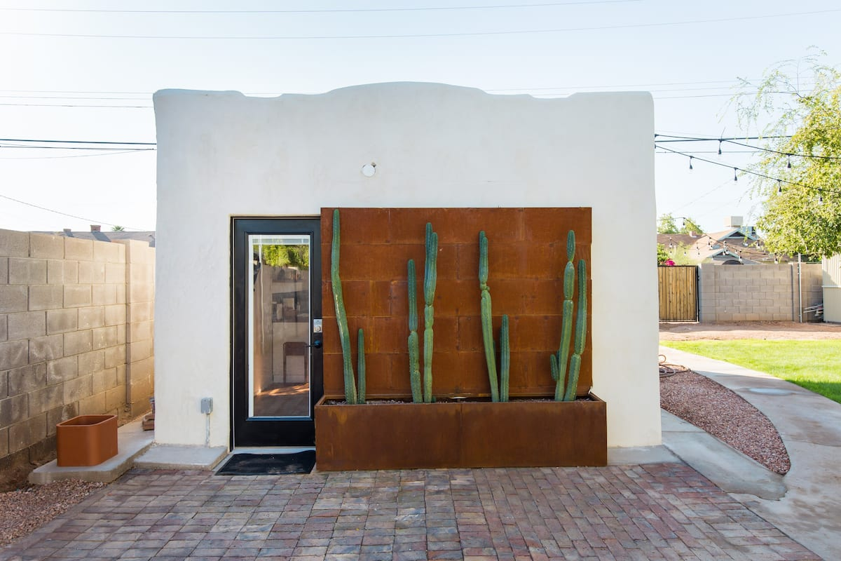 Remodeled Historic Downtown Casita with Private Patio