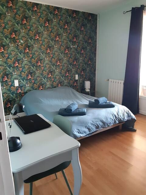 Chambre paisible avec accès véranda