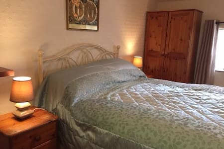 Dolly's Nest ( double bedroon in former hayloft) - Staffordshire