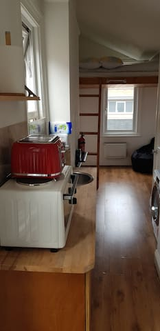 Studio Flat in Clapham SW London