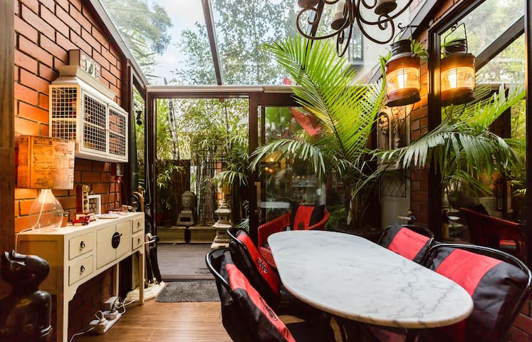 ★JUNGLE SAFARI NORTH MELBOURNE★Patio| Parking |1BD