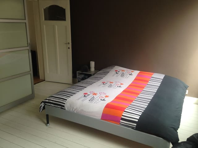 Private room, close to center Ghent - Gante - Bed & Breakfast