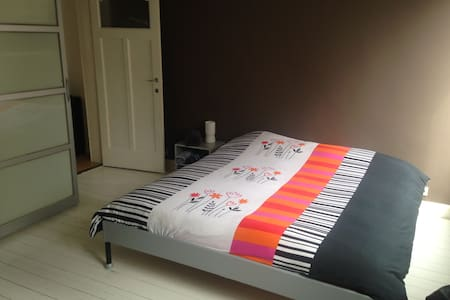 Private room, close to center Ghent - Gand
