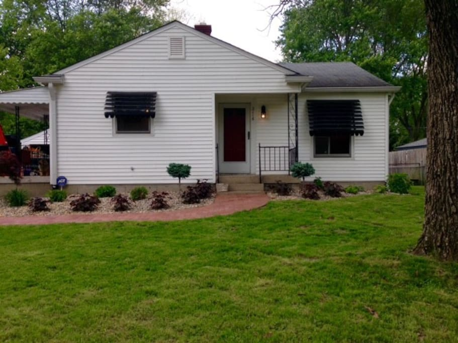 Full house and yard included in stay
