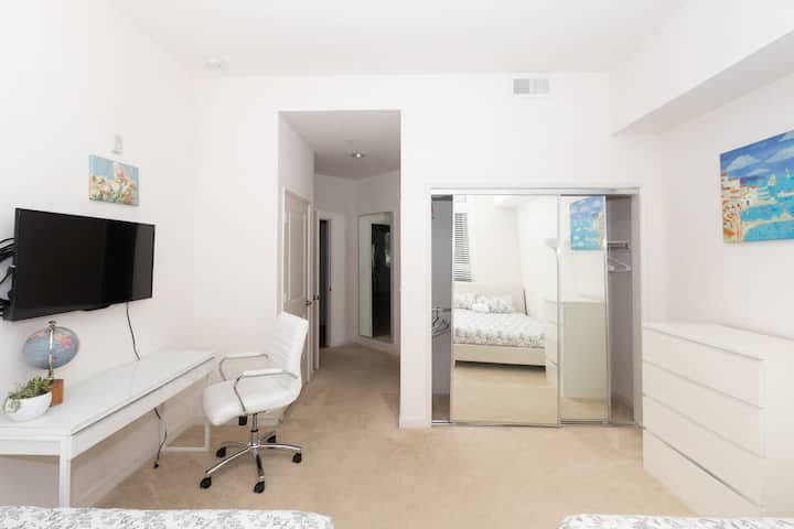 Heart of Silicon Valley modern room / own bathroom