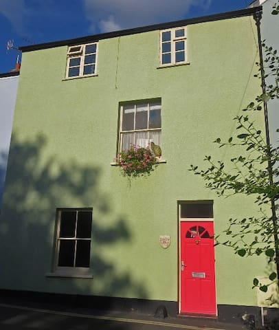 Close to sea, museum, shops, bakery - Lyme Regis - House