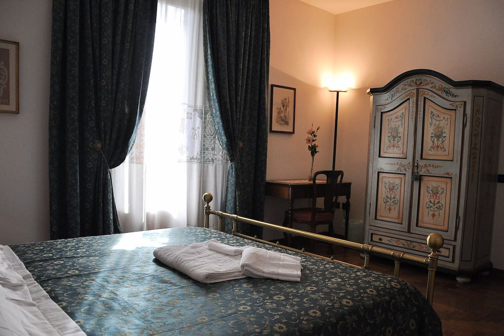 Camera 1 - camera tripla (matrimoniale + singolo) con bagno privato e terrazza