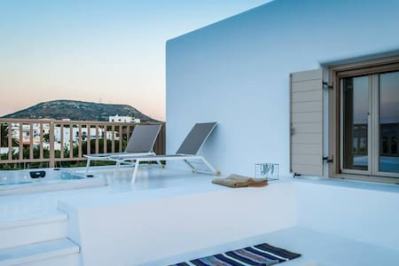 Sea view Luxury Suite with outdoor hot tub - Pollonia - Apartament