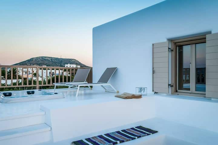 Sea view Luxury Suite with outdoor hot tub