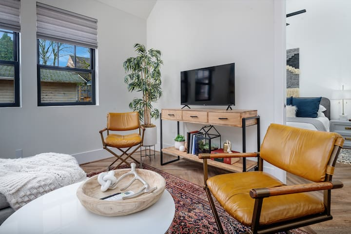 Brand New,  Modern, Guest House, Heart of the city