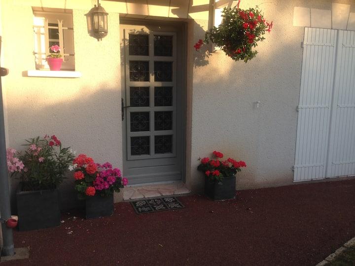 Chambre avec SDB privative dans maison avec jardin
