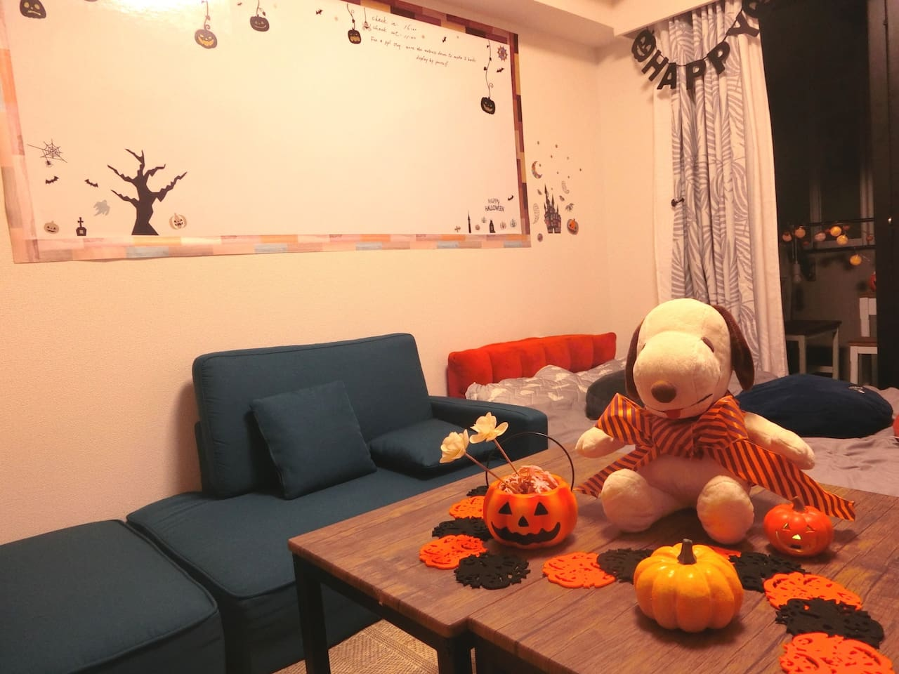 We are happy to welcome your visiting of our Halloween decoration room until November.