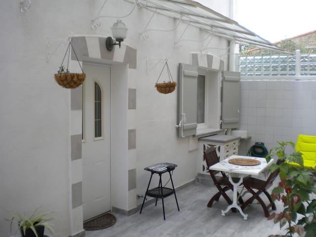 Studio avec grande terrasse 2pers Alignan du vent