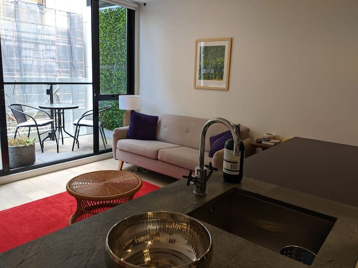 Stylish apartment in inner-city Abbotsford