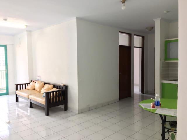 Unit apartemen dengan luas 94m2 lantai 6