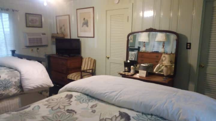 Historical inn located in the heart of Brevard 6a