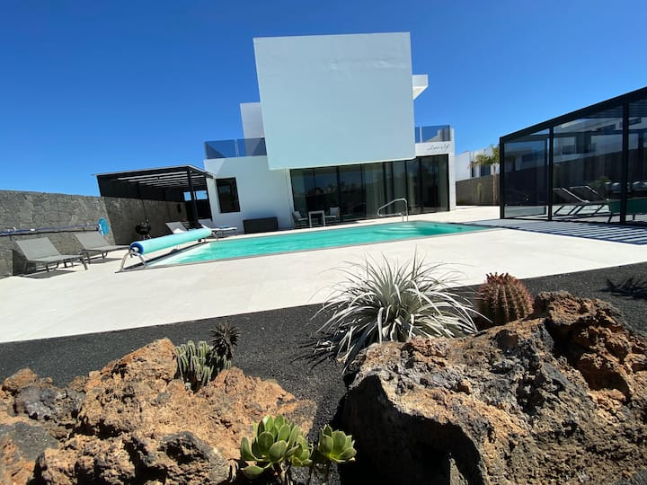 """Villa """"Lanz a lot"""" with private pool and garden"""