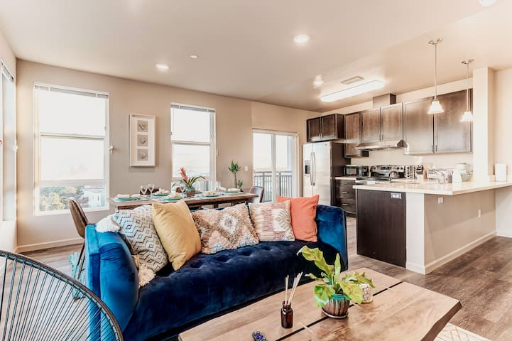 MODERN | LUXE | BRIGHT APT | MINS FROM SF & SFO!
