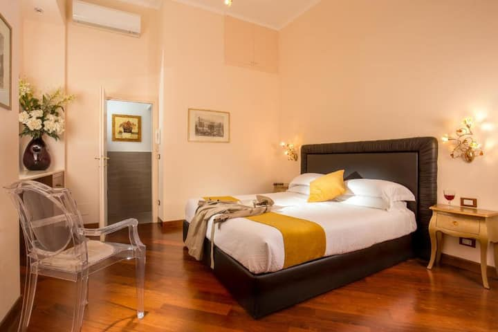 LARGO ARGENTINA APARTMENT- A ROOM IN ROME