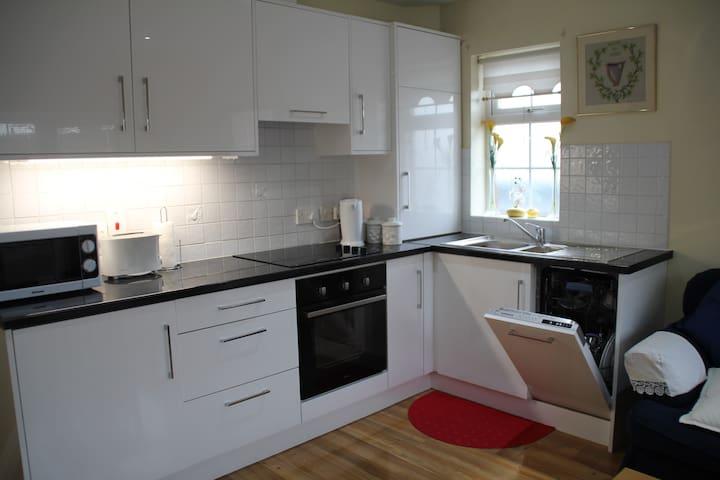 Kitchen: Dishwasher