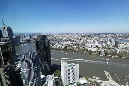 Luxury High Level 2Bed+1Bath Apt in Skycity