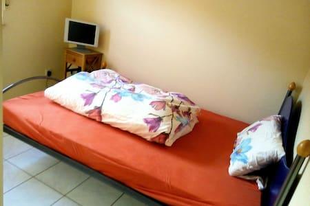 Bei Aschaffenburg 1 Zimmer, Dusche ..... - Leidersbach - Annat