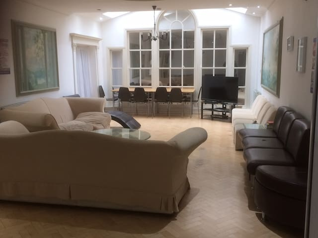 Amazing hostel dorm room in NW6, you will love it