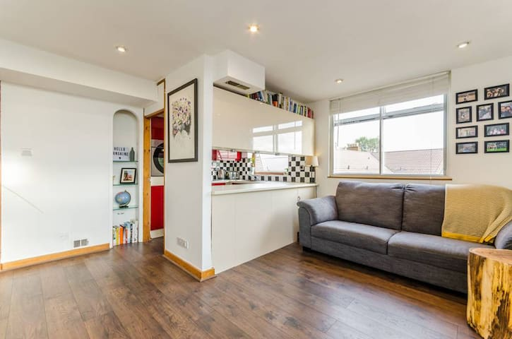 Bright flat with a garden near Walthamstow Village - Lontoo - Huoneisto