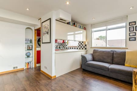 Bright flat with a garden near Walthamstow Village - Londres - Apartamento