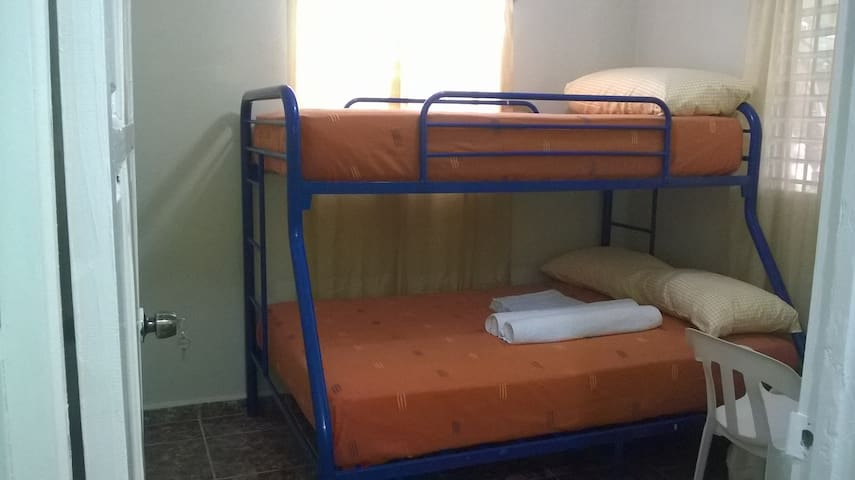 Las Galeras Island Hostel / Basic Room for 1-3 - Las Galeras - House