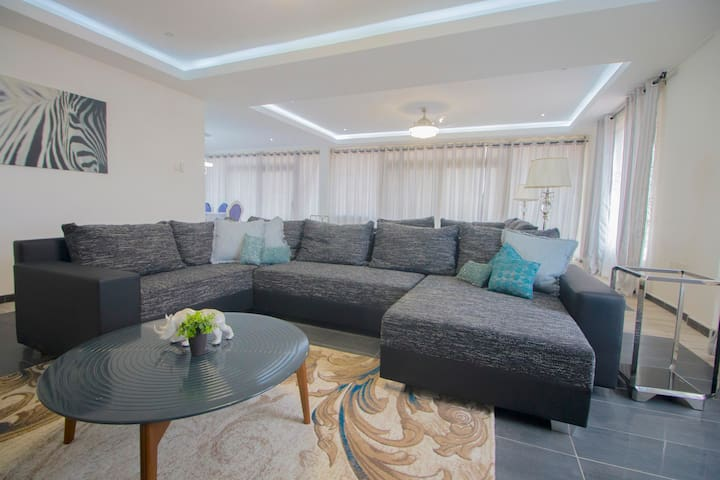 Confortable and spacious living room for guest and family time