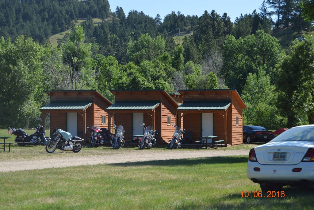 Cabins in the blackhills sturgis south dakota cabins for Cabins near deadwood sd