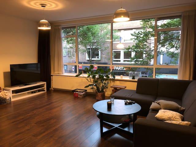 Privé kamer in mooi appartement +30m2 dakterras