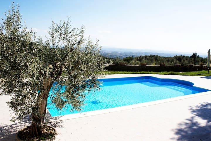 Villa indipendente vista panoramica piscina a/c - Lamporecchio - Casa
