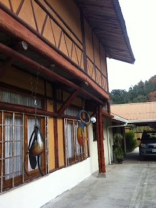 Casa de bambú dos pisos